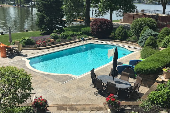 Spacious lakefront home with beautiful pool!