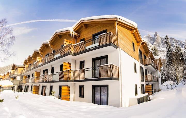 Appartement Cosy près des Pistes | Piscine semi-couverte + Balcon!