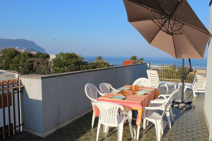 Attico con meravigliosa terrazza vista mare - Marcelli - Byt