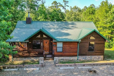 Lucky guests stay in Clover Woods @ Broken Bow
