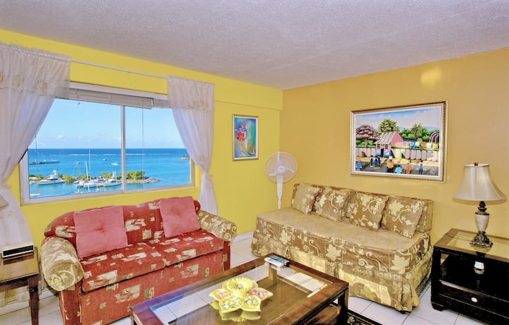 2 MINS TO BEACH, SEA VIEW BALCONY, King Bed, 1 Sofa Bed, 1 Bdrm, (TBT17A)