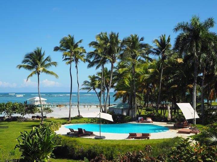 Villa Natasha- Zen like ocean front Villa