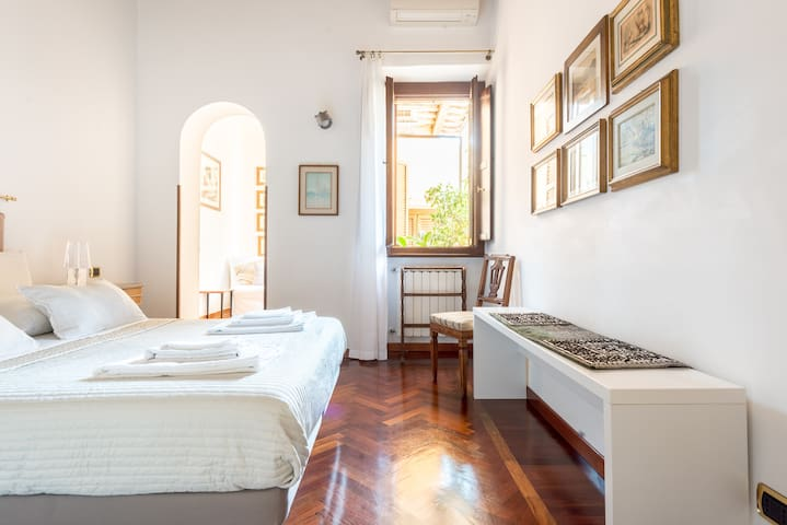 Elegant Apartment near the Colosseo