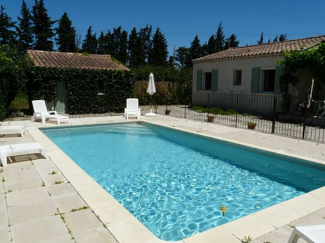 LS6-145 - Nice one-level house with private swimming pool