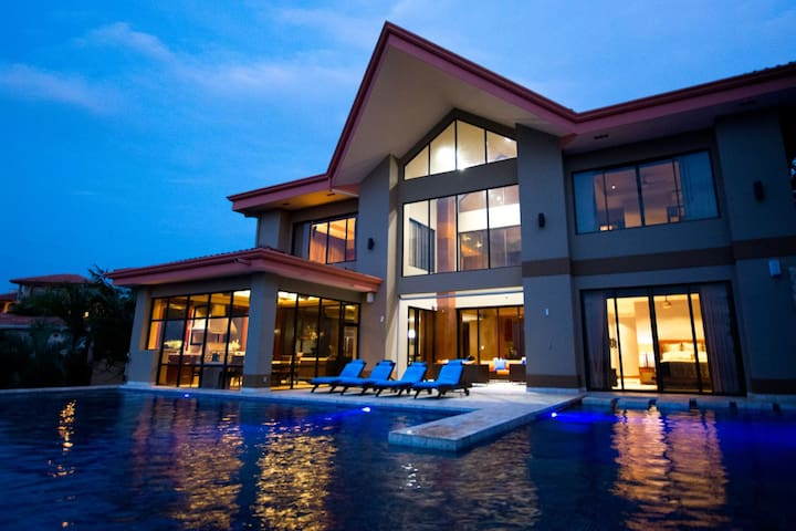 Luxury- 6 bedroom estate with impressive views The Gulf of Papagayo and Playa Hermosa.  Infinity pool, Professional outdoor kitchen