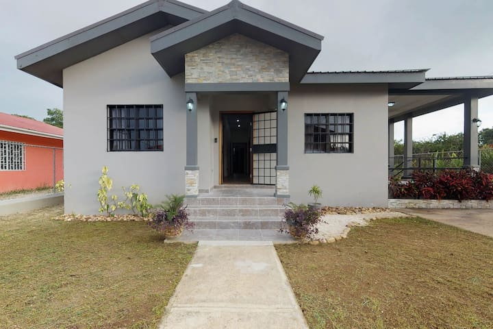 Newly constructed modern house w/full kitchen, entertainment, and AC!