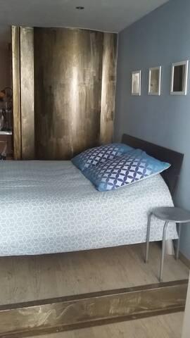 chambre privée dans un petit village pitorresque - Pézènes-les-Mines - Schoonfamilie