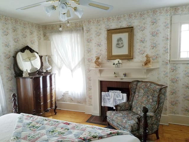 The Sherman Room at Historic Sherman Guest Home