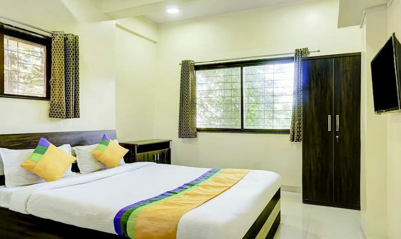 AC & Furnished Rooms  near Osho koregaon Park Pune