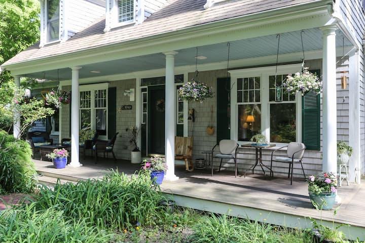 Secret Garden, Lilac Room with full breakfast