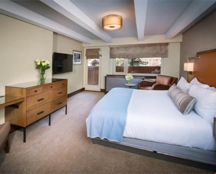 NEW! Mountain Room STEPS from the Gondola + On Site Pool / 2 Hot Tubs!