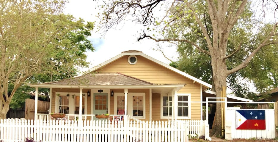 Historic Cajun Home Downtown, near ULL.