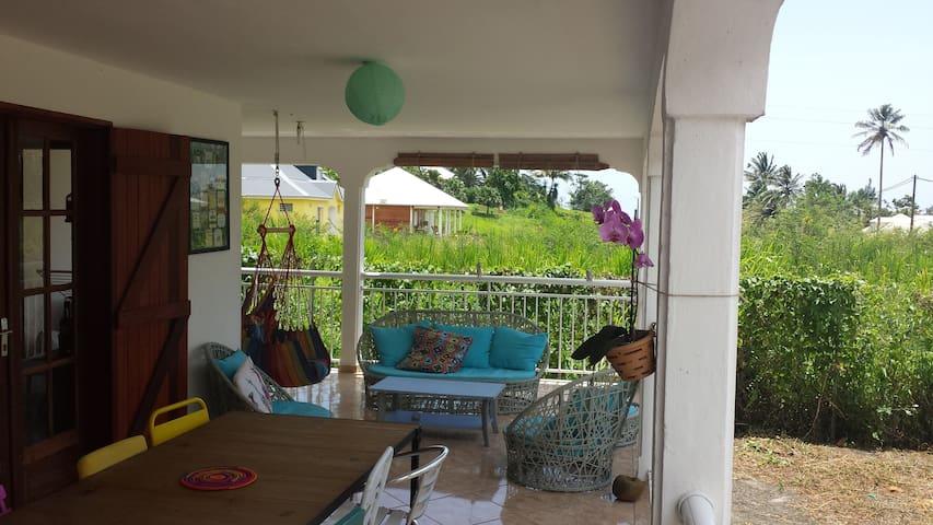 Chambre simple et conviviale - Goyave - Appartement