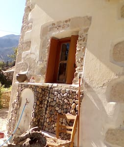 120YRS OLD TRADITIONAL CRETAN HOUSE ON THE HILL!!! - Kournas - 獨棟