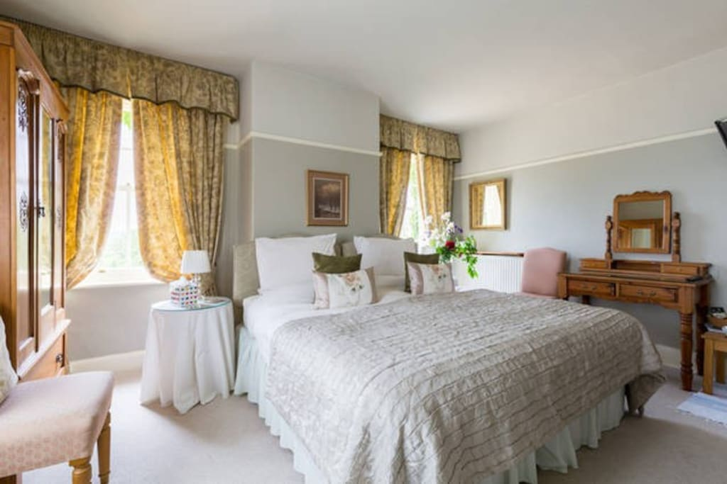 Cotswolds Bed and Breakfast (Tower Room) relax in comfort and soak up the peace and quiet of a beautiful rural setting.