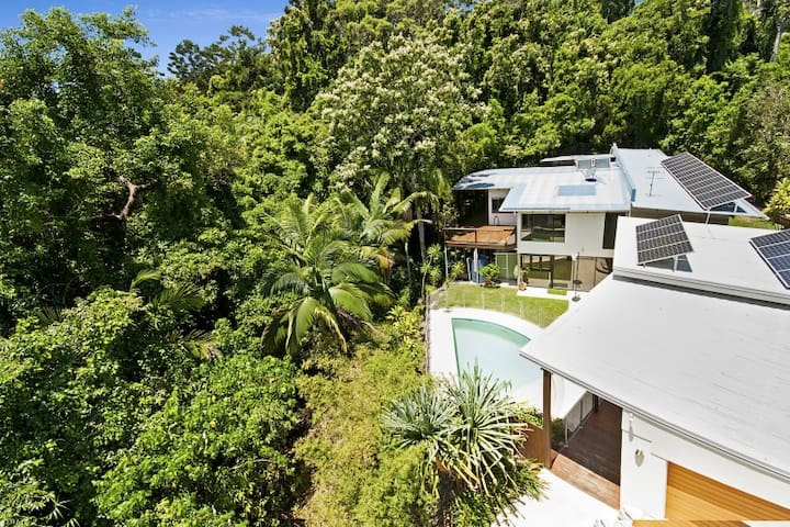 Private rainforest beach apartment - Coolum Beach - Leilighet