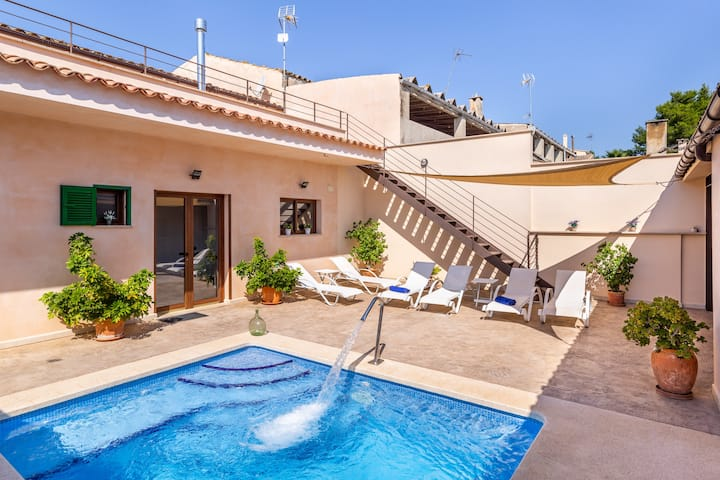 Holiday Home Cas Padrins de ses Tanques with Wi-Fi, Garden, Terrace & Pool; Street Parking Available