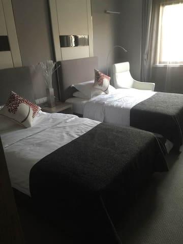 汤山温泉,奥特莱斯精致小房(双床房),适合双人游住宿。 - Nanjing - Daire