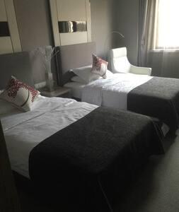 汤山温泉,奥特莱斯精致小房(双床房),适合双人游住宿。 - Nanjing - Apartamento