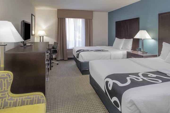 La Quinta Inn & Suites - Two Queen