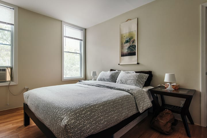 Cute bedroom with private entrance from hallway