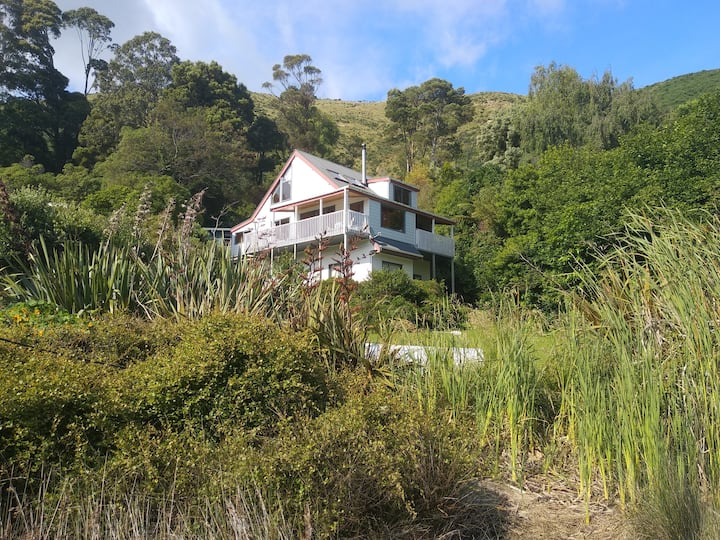Cable Bay Retreat