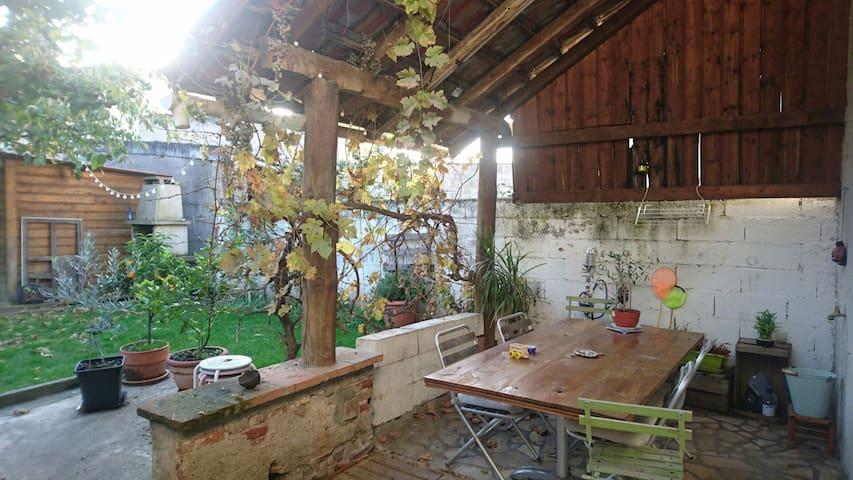 Chambre dans maison de centre ville - Gaillac - บ้าน