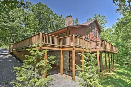 'Mountain Paradise' Hinton Cabin w/ Stunning Views