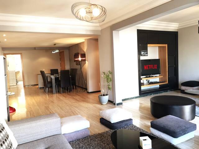 Grand appartement luxueux et central, Gauthier.
