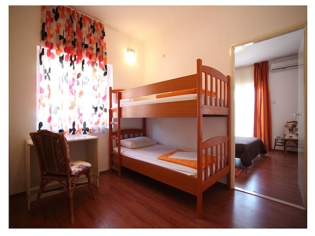 Pension Blue Lagoon - Familly bedroom with balcony - Zavala - Bed & Breakfast