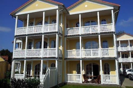 100qm Wohnung mit Veranda u. Balkon - Graal-Müritz - Apartament