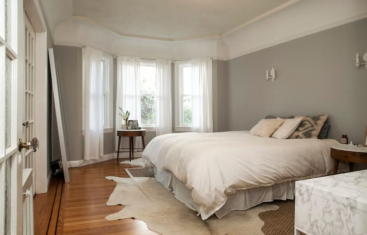 Bright SF 1BR with Classic Detail - San Francisco - Apartment