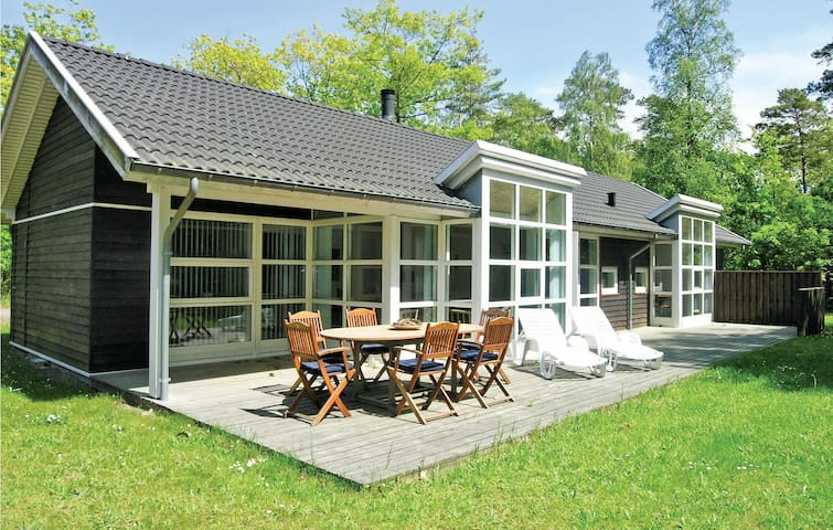 Holiday cottage with 4 bedrooms on 123m² in Hasle
