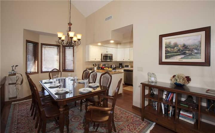 Boxwood #4 - Chetola Resort 3BR Condo Overlooking the Ponds w/ Access to Full Resort Amenities Including Heated Indoor Pool and Fitness Center
