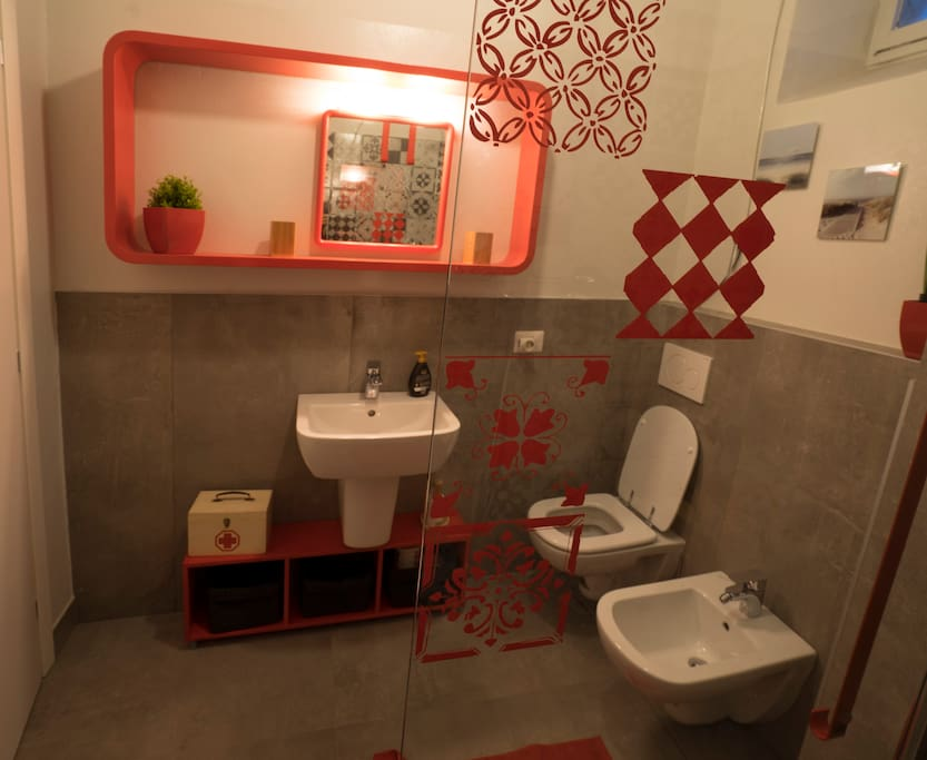 Bagno, moderno e colorato // The bathroom, modern and lively