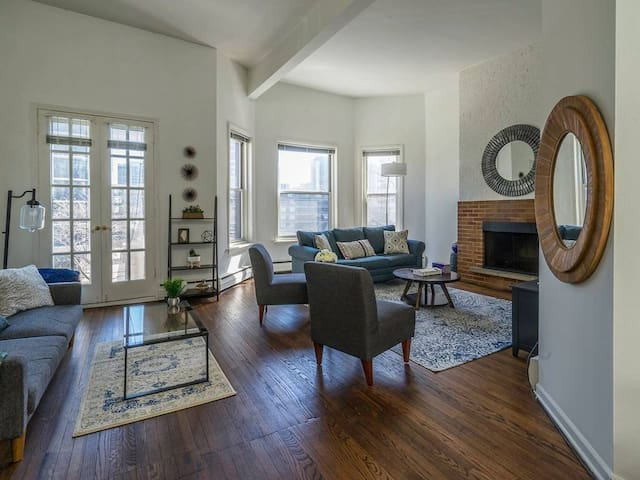 NEW Apartment in Old Town!