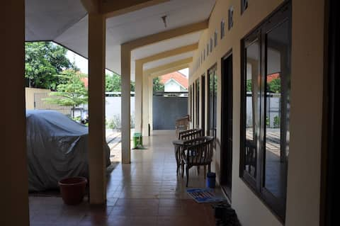 Aksen Tropis Guest House / Kos Executive