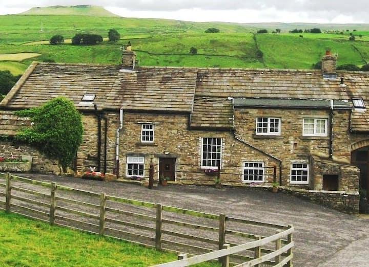The Farmhouse @Ingleby Lodge, Askrigg, Wenslyedale