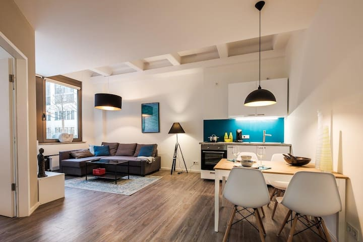 ***City-Loft // 2-rooms // direct subway to center
