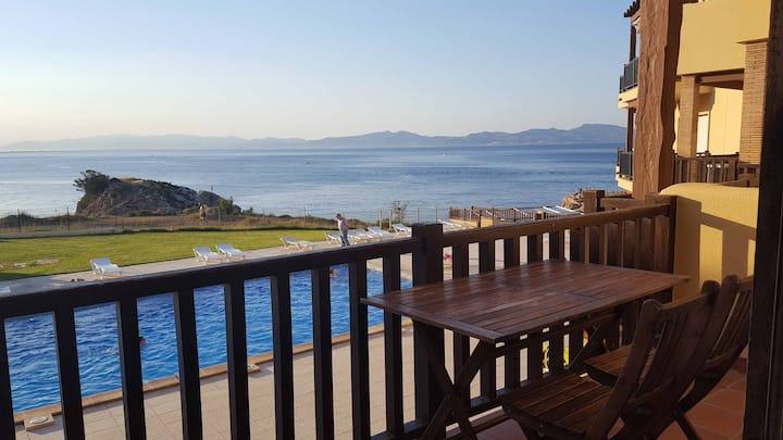Cute apartment in L'Escala with sea views