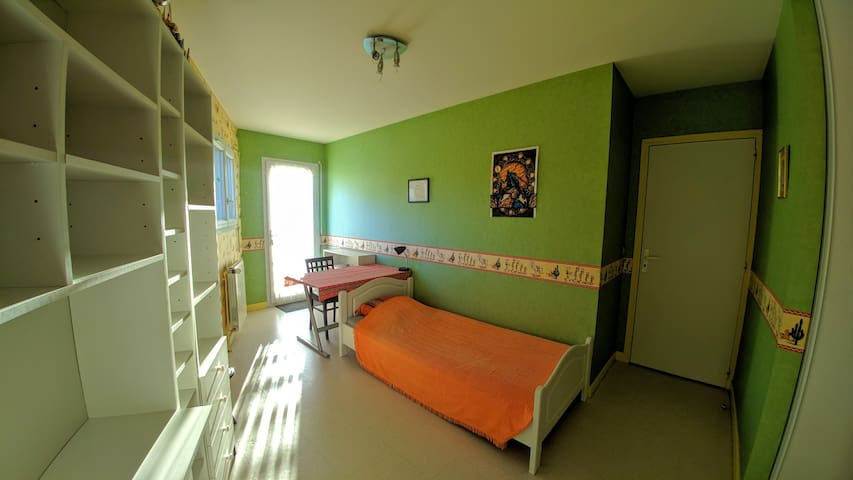 Bedroom with terrace close to the Cézeaux campus