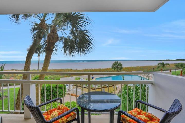 Tropical beachfront condo w/ heated pool, spacious patio & outdoor grill