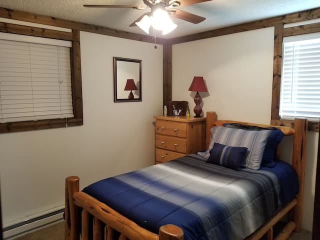 Cozy room,  Fireplace,  Many amenities!   2
