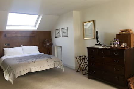 Luxury double room with ensuite and roof terrace