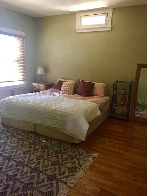 Large master bedroom w comfy king sized bed