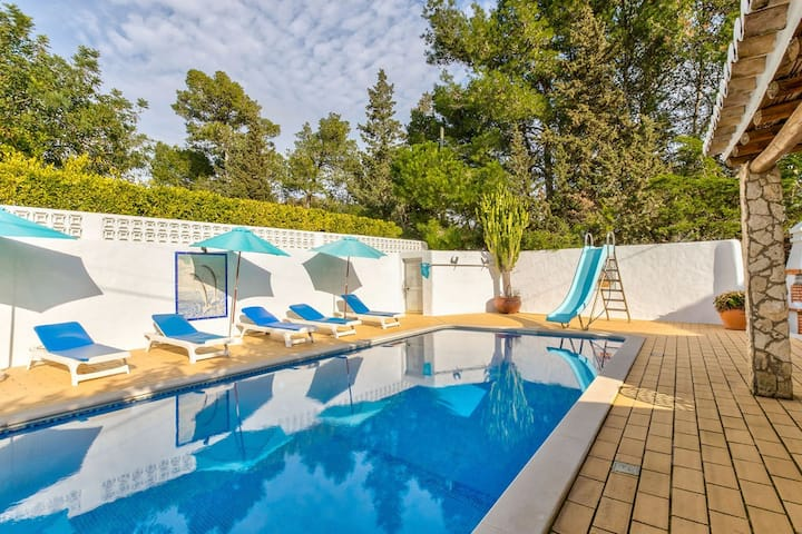 Charming 4 bed villa, in a quiet and peaceful area