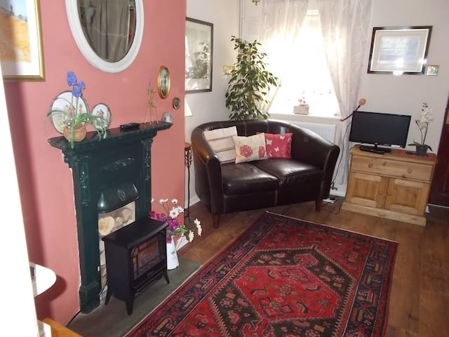 Cosy early Victorian Cottage - Devizes - Hus