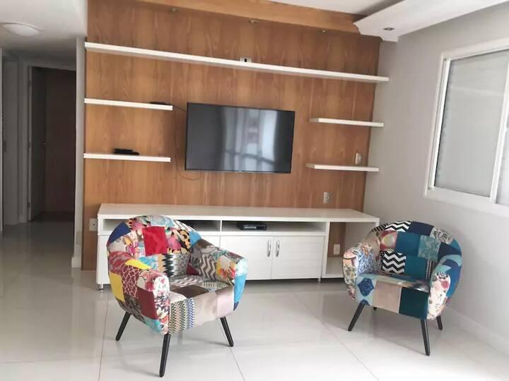 Espaçoso apartamento no coração da Pompéia