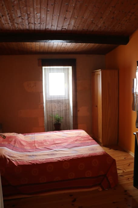Chambre dans le centre historique de la rochelle - La chambre des officiers contexte historique ...