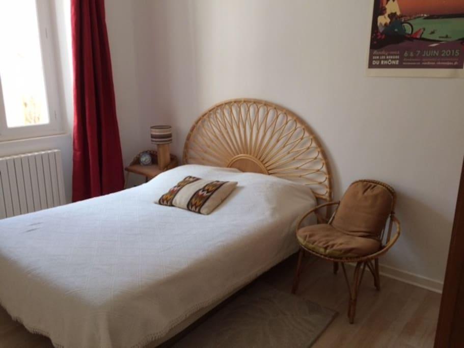 chambre avec lit de 140